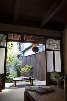 Traditional Japanese home [ Barndoorhardware.com ] #Asian #hardware #slidingdoor