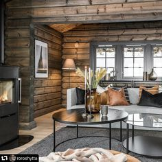 Log Home Interiors, Cottage Interiors, Cabin Homes, Log Homes, Style At Home, Small Log Cabin, Rustic Bedroom Design, Modern Rustic Homes, Cozy House