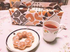 ミスド🍩 久しぶり♡ 紅ふうき茶と一緒に ティータイム☕️ 一息ついて 今度はサロンの 内装決め✨ #おやつ #ミスド #ポンデリング #子供たちは取り合い #紅ふうき茶