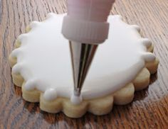 How to perfectly flood scalloped cookies