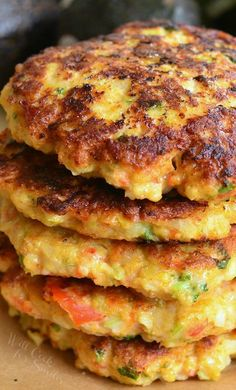 The best shrimp burgers topped with creamy avocado. Juicy, flavorful patties made out of shrimp and veggies, and slathered in spiced crushed avocado.