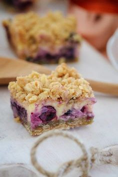 The most delicious Lemon Blueberry Crumble Slice ever! Creamy, tangy and oh-so yum. the perfect dessert or afternoon treat! Winter Desserts, Köstliche Desserts, Delicious Desserts, Dessert Recipes, Self Saucing Pudding, Boite A Lunch, Cafe Food, Baking Recipes, Baking Ideas