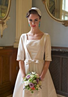 Get a Vintage Vogue look for your wedding with this Zoe Lem Bridal wear. Dresses Uk, Dresses With Sleeves, Dress Sleeves, Modest Wedding Gowns, Dress Wedding, Vintage Mode, Vintage Style, Vintage Dress, Vintage Inspired