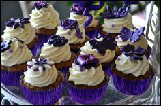 Wedding cupcakes *purple madness* by Rockabilly Cupcakes
