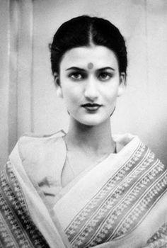 Sarika - Shruti Hassan's mom. So beautiful !
