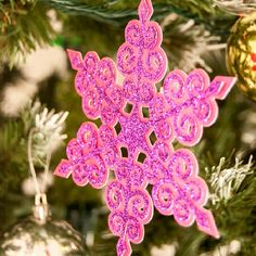 A Tutorial on how to make a handmade glittered Snowflake Ornament for our Christmas tree.