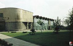 """Dom Społeczno - Usługowy """"Chatka Żaka"""" arch. Krystyna Różyska - Tołłoczko proj. 1958 - 1960 bud. 1962 - 1965 Lublin"""