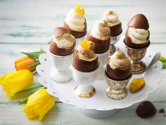 Fill chocolate eggs with chocolate or coffee-flavoured mousse Easter Recipes, Easter Food, Easter Bunny, Joko, Mini Cupcakes, Sweet Recipes, Panna Cotta, Cheesecake, Eggs