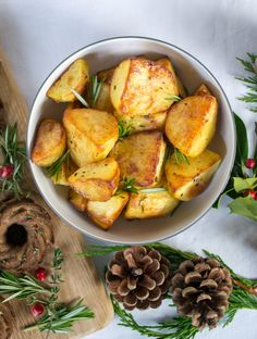 Crispy Vegan Roast Potatoes | The Veg Space easy vegan recipes Vegetarian Xmas, Rosemary Roasted Potatoes, Sushi Platter, Vegan Christmas, Christmas Snacks, Vegan Sushi, Vegan Roast, Roast Dinner, Vegan Appetizers