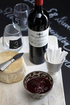 accompaniments to wine and cheese