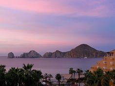 ¿Han tenido oportunidad de presenciar los majestuosos amaneceres de #LosCabos? Los invitamos a compartir sus fotografías! Gracias Villa del Palmar Beach Resort & Spa Los Cabos por compartir! #AHLC