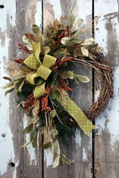 25 DIY Ideas to Have a Winter Wreath - Pretty Designs Christmas Wreaths For Front Door, Holiday Wreaths, Door Wreaths, Wreath Crafts, Diy Wreath, Grapevine Wreath, Wreath Ideas, Greenery Wreath, Ideas Decoracion Navidad