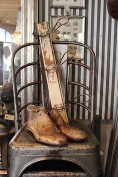 Chaise industrielle tolix, brocante, porte-manteau