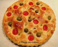 Focaccia di patate con olive e pomodorini ... http://www.iviaggidelgoloso.net/2012/03/focaccia-di-patate-con-olive-e.html