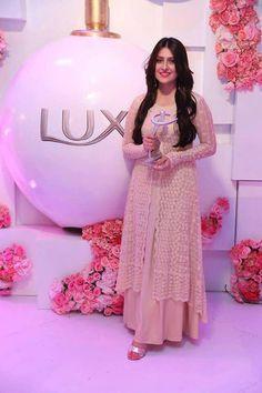What a beauty! Pakistani Models, Pakistani Actress, Nice Dresses, Flower Girl Dresses, Awesome Dresses, Pakistani Formal Dresses, Ayeza Khan, Indian Bridal Fashion, Desi Wear