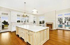 CHIC COASTAL LIVING: Jennifer Lopez's Chic Hamptons Home