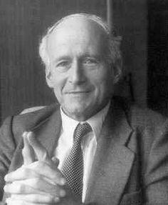 """Laurent Schwartz père de l' """"invention des distributions"""" qui est un exemple d'extraordinaire habileté à présenter les mathématiques. C'est un modèle de compréhension et de synthèse des travaux antérieurs de tout ses prédécesseurs dans ce champs des mathématiques."""