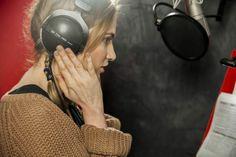 """gdziesiewybrac.pl - gdziesiewybrac.pl   Film  Gwiazda polskiego dubbingu """"Krainy Lodu"""", Anna Cieślak, powraca w nowym dziele twórców """"Króla Lwa"""", """"Pięknej i Bestii"""" i """"Pocahontas"""". Film, Pocahontas, Over Ear Headphones, Anna, Movie, Film Stock, Cinema, Films"""