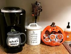 10 Fall Decor Ideas For The Home 9 Celebrate the reign of Fall season with the best Fall and Halloween home decor DIY ideas. Take inspiration from the best fall home decor ideas for 2019 Casa Halloween, Holidays Halloween, Disneyland Halloween, Halloween Rocks, Halloween Porch, Halloween Scene, Halloween Candy, Halloween Night, Halloween 2019