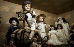 Se hizo museo una colección de 300 muñecas antiguas  Mabel y María Castellano Fotheringham junto a las muñecas que coleccionaron durante toda la vida. Foto: Martín Felipe / AFV