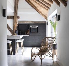 Een kijkje in een rijksmonumentale woonboerderij - Jellina Detmar Interieur & Styling blog Decor, Furniture, Oversized Mirror, Deco, Home Decor, Kitchen