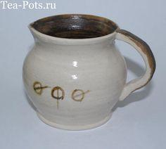 """Молочник изготовлен на гончарном круге из испанской белой глины, обожжен дважды.Покрыт глазурью. Надпись """"Уфа"""" на башкирском языке."""