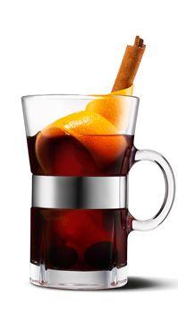 HjuleGløgg  Ingredienser:  1 liter solbærjuice 1/2 dl ahornsirup 1 stang kanel 1 spsk. hele nelliker 5 hele stjerneanis 1 spsk. kardemommefrø Skallen fra en økologisk appelsin 1 appelsin i tern 10 Amarenakirsebær i sirup (eller kirsebær fra almindelig kirsebærsauce) 1 dl grofthakkede hasselnødder 1 dl rosiner