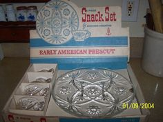 This is an 8 piece snack set by Anchor Hocking