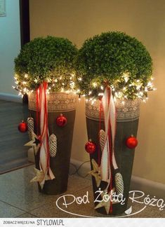 Elegant entrance decoration for the winter time Christmas decorations, Christmas deco, Christmas wreaths That would look good on our doorstep. Christmas decorations outside Noel Christmas, Christmas 2017, All Things Christmas, Winter Christmas, Christmas Wreaths, Christmas Crafts, Christmas Ornaments, Indoor Christmas Decorations, Outdoor Christmas