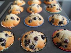 Blåbær muffins Giver ca. Cupcakes, Baking Recipes, Dessert Recipes, Muffins, Food And Drink, Sweets, Breakfast, Heaven, Drinks