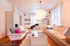 Scandinavian homes: Light livigroom with Yrjö Kukkapuro's classic chair Karuselli