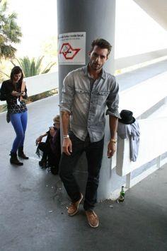 Rafael Lazzini | camisa Zara, cala Adriano Goldsmith, tnis comprado em Paris hey-bastard-you-wearing-my-clothes