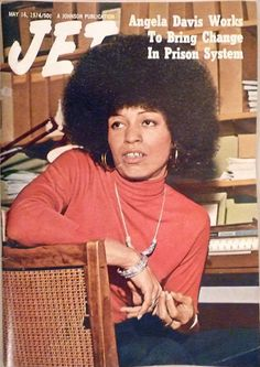 Angela Davis 1974 famous for her natural 'fro. Large hoop earrings compliment her look without distracting her listeners from the concern at hand. Angela Davis, Black Art, Black Women Art, Black Girls, Jet Magazine, Black Magazine, Black Panther Party, Vintage Black Glamour, Black History Facts