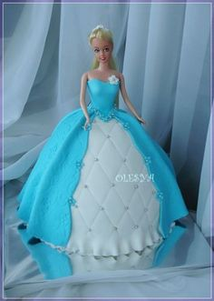 Pretty blue ball gown!                                                                                                                                                                                 Más