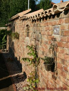 Brick Garden, Backyard Garden Design, Different Plants, Types Of Plants, Hydrangea Care, Walled Garden, Garden Doors, Garden Soil, Potting Soil