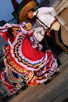 Folclor mexicano, baile típico de Guadalajara, Jalisco #Mexico