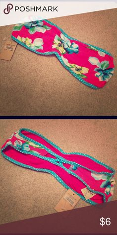 Hollister floral bandeau Brand new with tag. Hollister Intimates & Sleepwear Bandeaus
