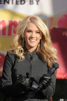 Carrie Underwood Photos Photos - Carrie Underwood holds a sparkling microphone when she performs at the Lincoln Center for Good Morning America. - Carrie Underwood Performs at the Lincoln Center