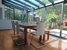 How much does a lean-to conservatory cost? Lean-to conservatories are very popular due to their flexible design & affordable price. Glass Conservatory Roof, Modern Conservatory, Conservatory Dining Room, Living Room Designs, Living Room Decor, Glass Extension, Glass Room, Surface Habitable, Home Design