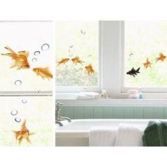 Oranje! Heel mooi zijn de raamstickers Fish van Nouvelles Images met goudvissen en luchtbubbels voor op het raam of bijvoorbeeld de douchedeur. Vrolijke visjes voor in de badkamer. De grootte van het stickervel is 24 x 69 cm.