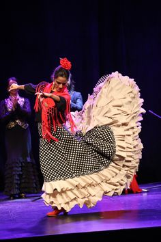 Flamenco Barcelona: A spectacular show in which guitar, singing and dancing unite to convey the magic of Flamenco – one of the richest and most complex traditions in the world, declared a cultural heritage by UNESCO. Authentic Flamenco at City Hall takes place between Thursday and Sunday with shows at 19:30 and 21:30.