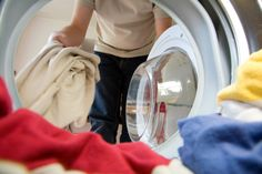 Eco-Friendly Laundry Tips: Just a few simple changes in your laundry routine can make a big difference, and you already have many of the best natural laundry products in your pantry. Remove Oil Stains, Commercial Laundry, Wash And Fold, Clothes Dryer, Smelly Clothes, Laundry Hacks, Laundry Service, Cleaning Service, Quites
