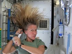 Shampooing in outer space will make your hair stand on end - cool videos to show to kids!