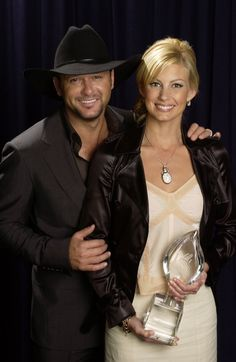 Tim McGraw and Faith Hill celebrate their wedding anniversary this month, so what better time to look back on their amazing romance? Country Music Artists, Country Music Stars, Country Singers, Celebrity Couples, Celebrity Photos, Celebrity News, Hollywood Couples, Hollywood Stars, Celebrity Style