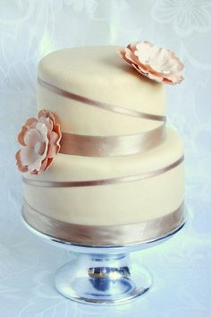 I like this too Candice! Pretty Cakes, Beautiful Cakes, Amazing Cakes, Silver Cake, Dream Cake, Love Cake, Celebration Cakes, Confectionery, Cakes And More