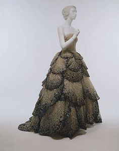 """Junon""  House of Dior  (French, founded 1947)  Designer: Christian Dior (French, Granville 1905–1957 Montecatini) Date: fall/winter 1949–50 Culture: French Medium: cotton Dimensions: (a) Length at CB: 3 in. (7.6 cm) (b) Length at CB: 48 in. (121.9 cm) (c) Overall: 1 x 72 in. (2.5 x 182.9 cm) Credit Line: Gift of Mrs. Byron C. Foy, 1953"