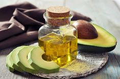 Avocado oil is touted as one of the healthiest oils on the planet. Plus, it's extremely versatile! Check out the top 9 avocado oil benefits for health & beauty. Avocado Oil Uses, Avocado Oil Benefits, Organic Avocado Oil, Fresh Avocado, Homemade Deep Conditioner, Deep Conditioner For Natural Hair, Natural Hair Growth, Natural Skin Care, Natural Hair Styles