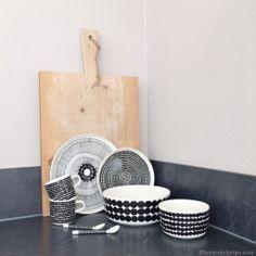 Marimekko Inspiration You can buy Marimekko at Buiten de Lijntjes Kitchen Interior, Interior And Exterior, Kitchen Decor, Kitchen Design, Marimekko, Ceramic Tableware, Scandinavian Home, Home Living, Kitchen Accessories