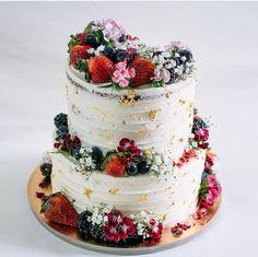 Comunione Gabry Gorgeous Cakes, Pretty Cakes, Cute Cakes, Buttercream Cake, Fondant Cakes, Berry Cake, Amazing Wedding Cakes, Cake Decorating Techniques, Celebration Cakes