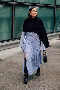 Layering in Perfektion aus Mailand. Noch mehr Looks von der Fashion Week auf VOGUE.de